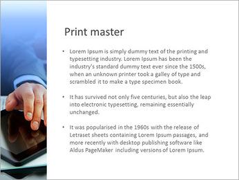 特写一个商人在他的工作场所有一张报纸,一杯咖啡和一个平板电脑 PowerPoint演示模板