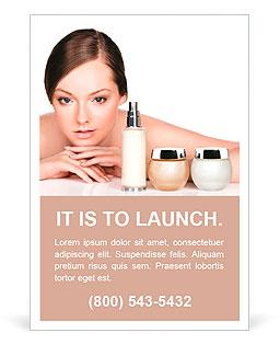 年轻女子和护肤产品。空间的文字。 广告模板