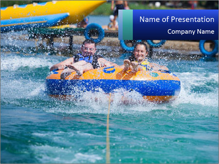 Family Having Fun in Aquapark PowerPoint sunum şablonları