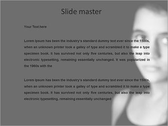 Une jeune fille sur un tableau blanc noir Modèles des présentations  PowerPoint