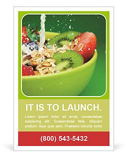 Ciotola con muesli e frutti di bosco freschi e frutta con latte schizzi I pattern per gli annunci pubblicitari