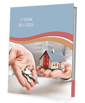 Agente imobiliário com modelo da casa e as chaves Folhetos de apresentação
