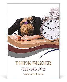 Femme d'affaires avec le géant réveil Les clichés des annonces publicitaire